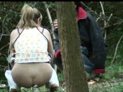 Писаюшие девушки на природе видео со скрытой камеры фото 690-60
